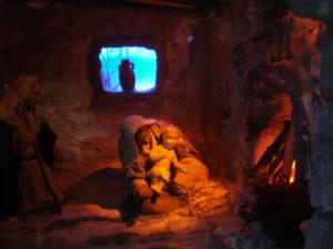 Diorama Natività in Paese. Interno casa